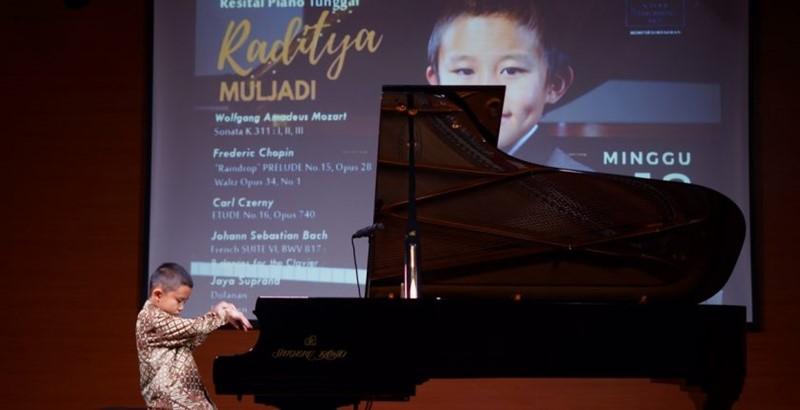 Resital Piano Tunggal Raditya Muljadi