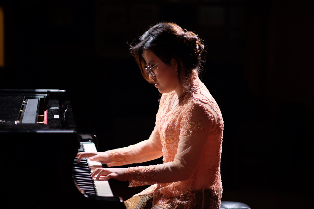 Resital Piano Tunggal Regina Rolanda